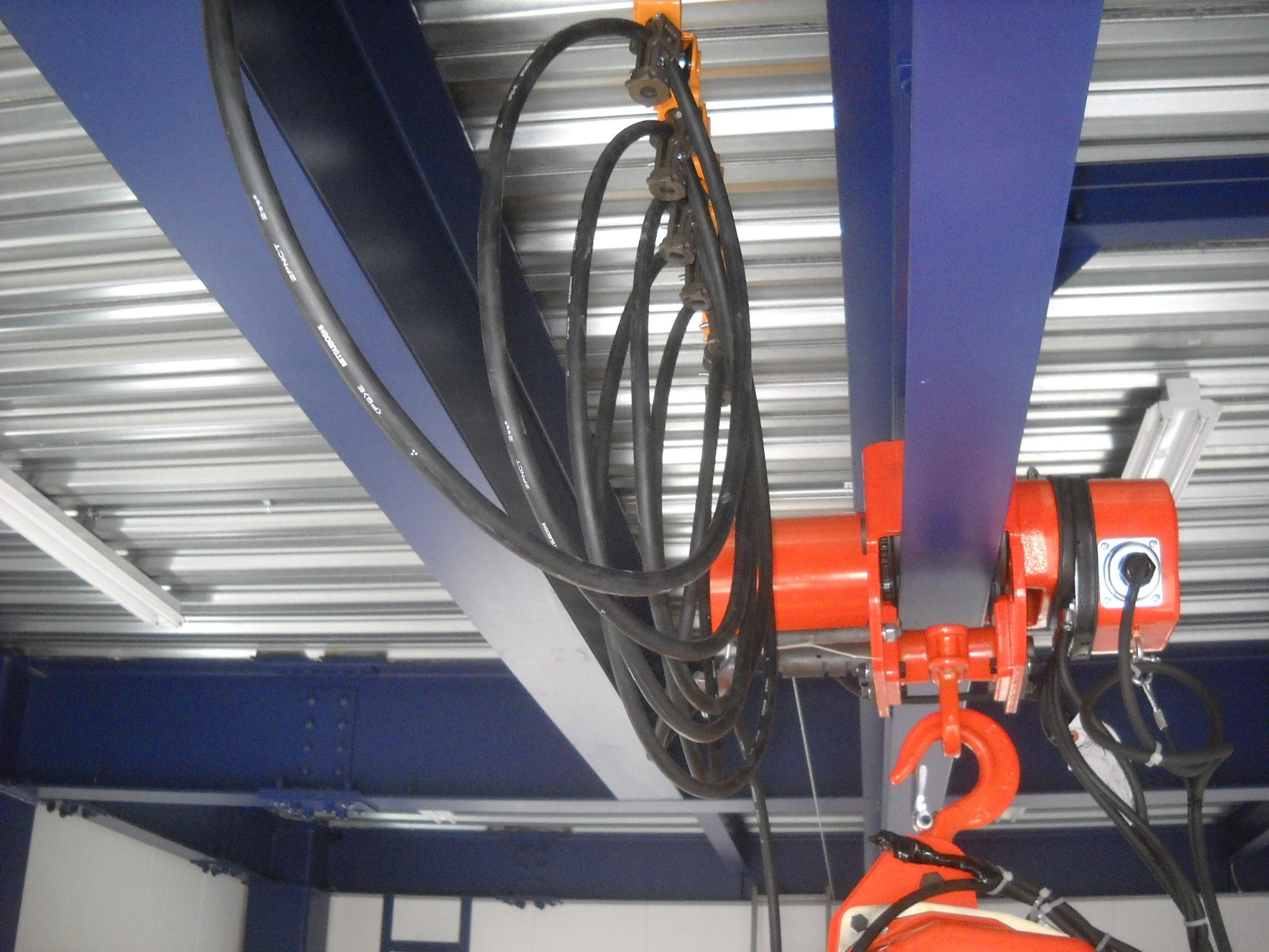懸垂形クレーンの走行レールにH形鋼を使ったらサドルが対応していなかった!?